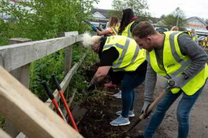 Groundwork-volunteers-working-in-Northwich